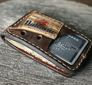 magnetic wallet in brown Nokona glove leather -- vvego.com