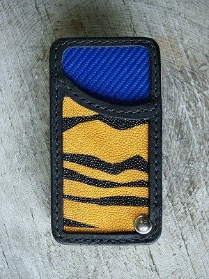 swiveling wallet with stingray panel inlays and blue carbon fiber lining -- Pivvot, vvego.com