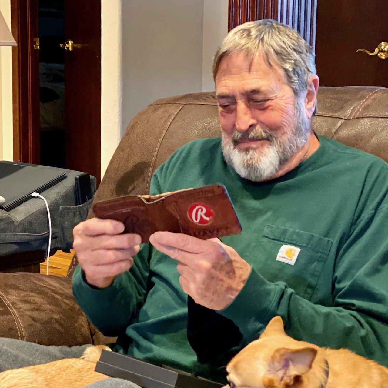 Dad gets special baseball wallet from Vvego.com